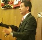 VV otevřely diskusi k nesmrtícím zbraním. Kraken vypuštěn poprvé v parlamentu