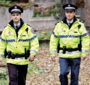 Nosil si služební kanady, zaplať. Městská policie hrozí strážníkům soudy