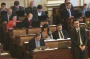 Všichni se bojí zákona o významné tržní síle. Pro projednání hlasovalo jen 14 poslanců