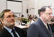 Nečas pozval všechny až na Ombudsmana. Ten demaskoval nezákonnost VLT