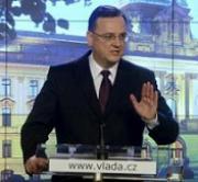 Ostuda a lenost vlády: Desítky chyb v zákoně od koaličních poslanců hasila neutralitou