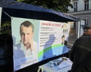 Plzeň hlásí: Stánky stojí, kandidáti odpovídají, reakce veřejnosti pozitivní