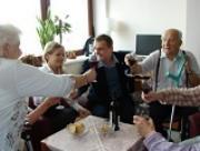 FOTO:Klasnová s Bártou navštívili veterány, rozebírali volby a orchideje